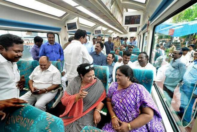 Indias-First-Glass-Roof-Coaches