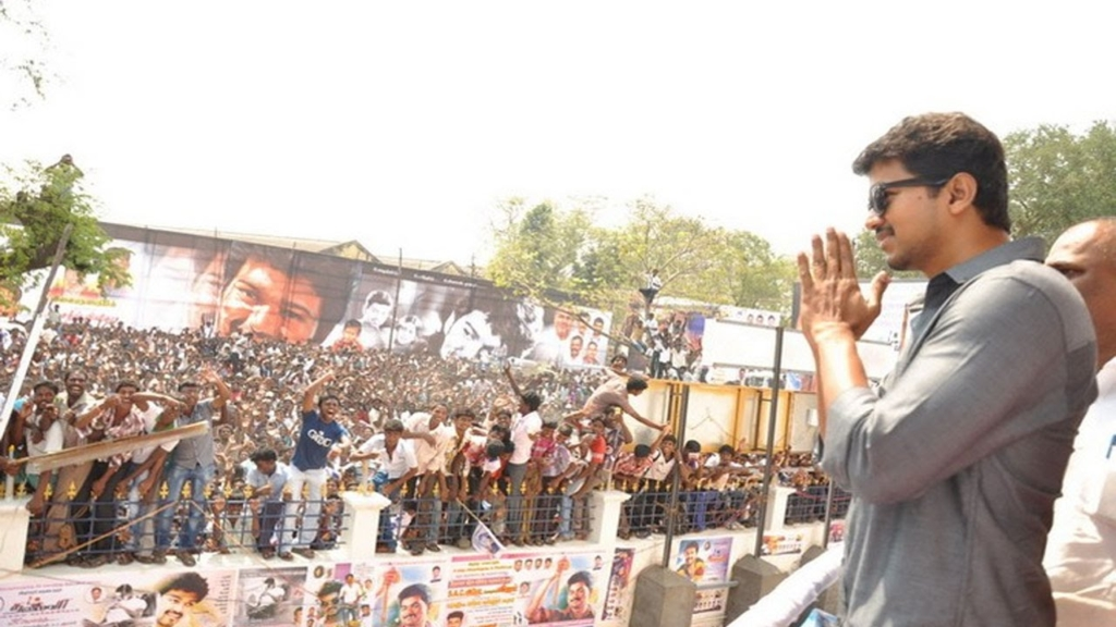 Vijay_Fans_Crowd