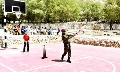 dhoni-playing-cricket-in-kashmir