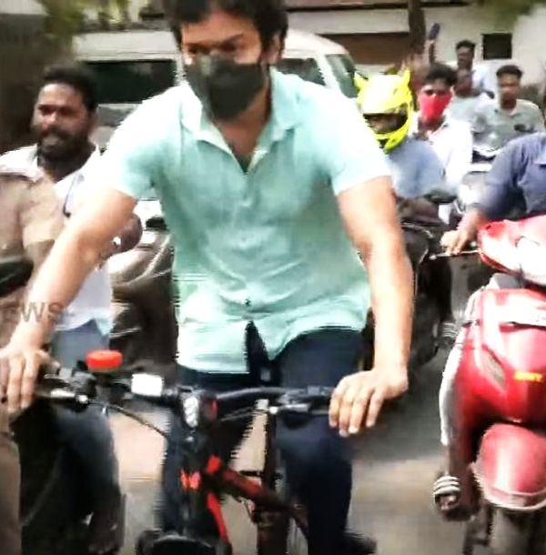 vijay-bicyle-ride-for-voting